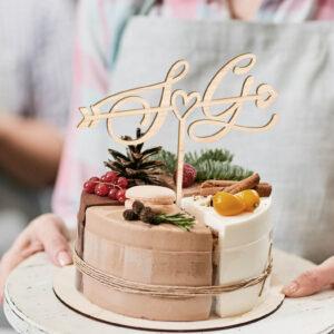 cake topper innamorati, sopra torta lettera nome personalizzato